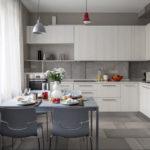 Кухня в пастельных тонах в квартире