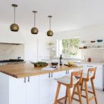 Открытые полки в оформлении кухни