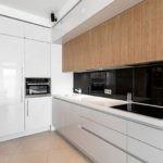 Черный фартук на кухне в стиле минимализма