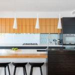 Сочетание коричневого цвета с серыми оттенками в дизайне кухни