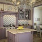 Фиолетовая кухня в стиле классики