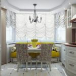 Желтый диван на кухне с эркером