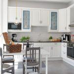 Г-образный кухонный гарнитур в стиле классики