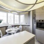 Кухня с выпуклым потолком оригинального дизайна