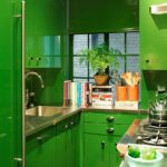 Зеленая кухня небольшой площади