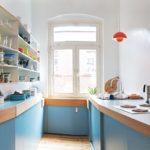 Мебель нестандартной планировки на кухне частного дома