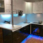 Неоновая подсветка кухонного гарнитура с барной стойкой