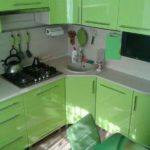 Кухонный гарнитур светло-зеленого цвета
