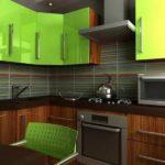 Темный кухонный гарнитур в интерьере ухни частного дома