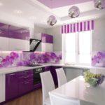 Фиолетовый цвет в оформлении кухни