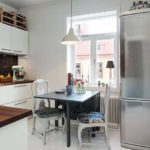 Стол-тумба на кухне небольшой площади