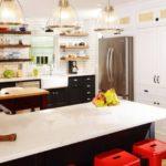 Яркое освещение кухонного пространства