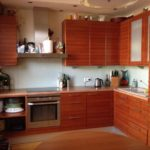 Фасады кухонного гарнитура из деревянных планок