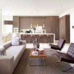 Интерьер кухни-студии с панорамными окнами