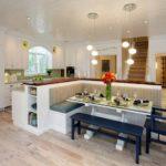 Комбинированный остров в кухне-студии