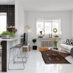 Использование текстиля в оформлении светлой кухни-студии