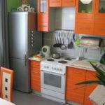Кухонная мебель с оранжевыми фасадами