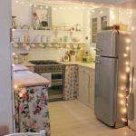 Светодиодная гирлянда на кухне загородного дома