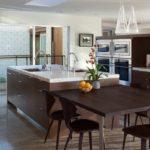 Кухонная мебель в темных тонах