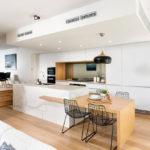 Светло-коричневый цвет в оформлении современной кухни