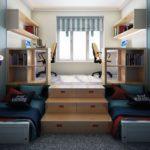 Самодельный подиум с выдвижными кроватями