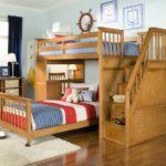 Деревянная кровать в детской морской тематики