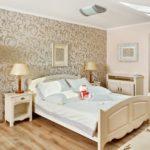 Деревянная кровать в стиле классики