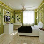 Панно из обоев на зеленых стенах