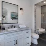 Комод в ванной классического стиля