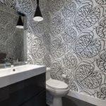 Серо-белый интерьер ванной