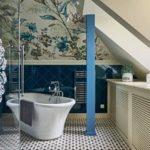 Оформлении ванной в мансарде загородного дома