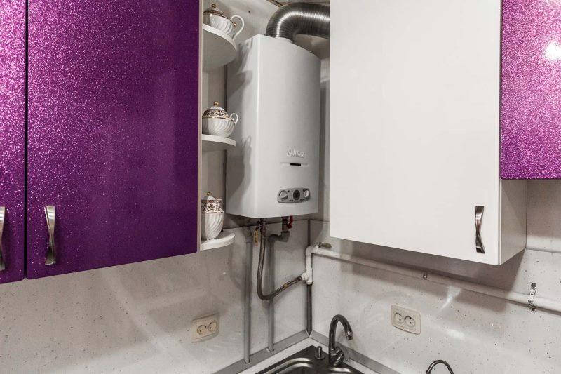 Кухня в хрущевке с газовой колонкой в углу