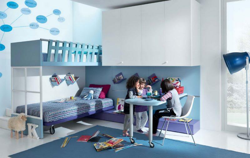 Интерьер детской комнаты в голубых тонах