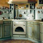 Искусственно состаренный кухонный гарнитур