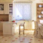 Изысканное оформление просторной кухни в стиле прованс