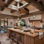 Как можно больше дерева — правило успешного оформления кухни кантри