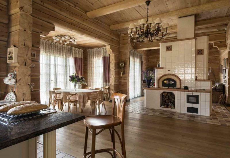 Камин-печь в дизайне деревенского дома