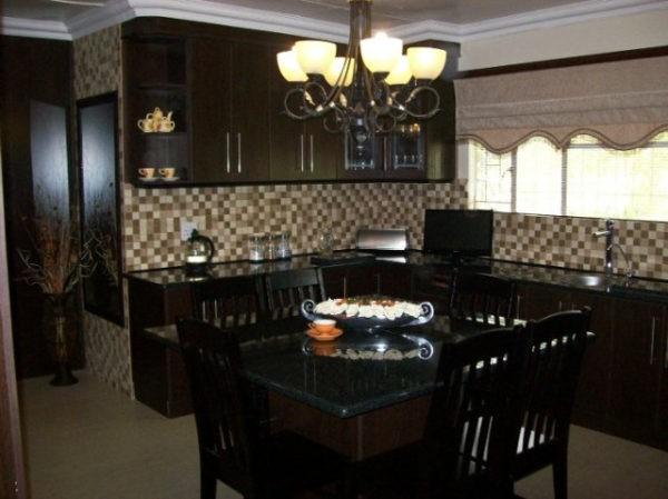 Классическая кухня цвета венге