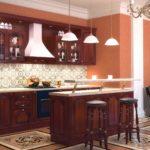 Классическая кухня с барной стойкой в темном цвете