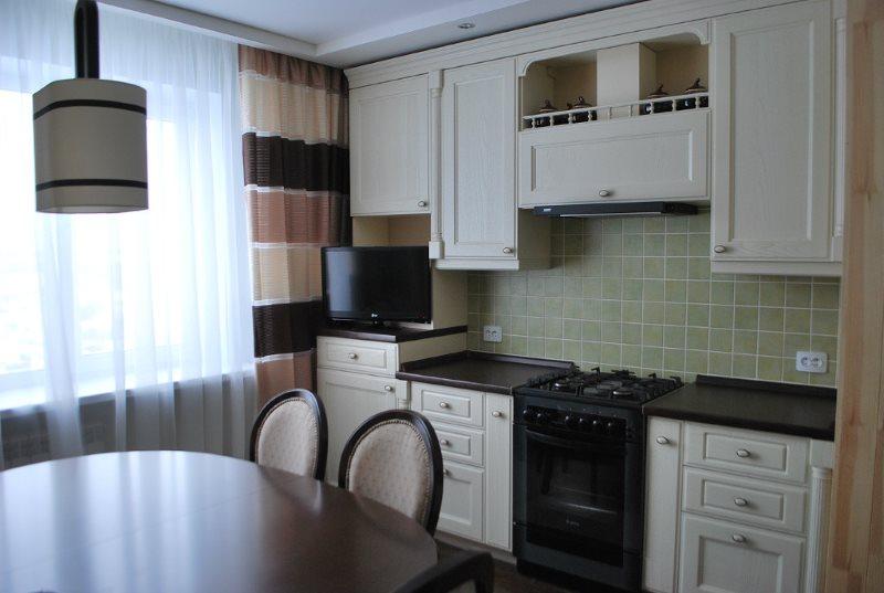 Интерьер кухни в панельном доме в стиле классики