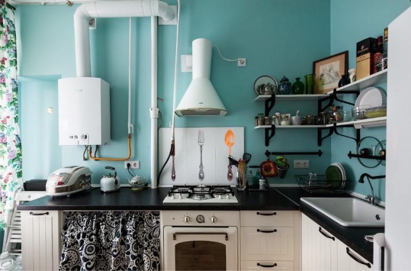 Оформление кухни в стиле кантри с открытой газовой колонкой