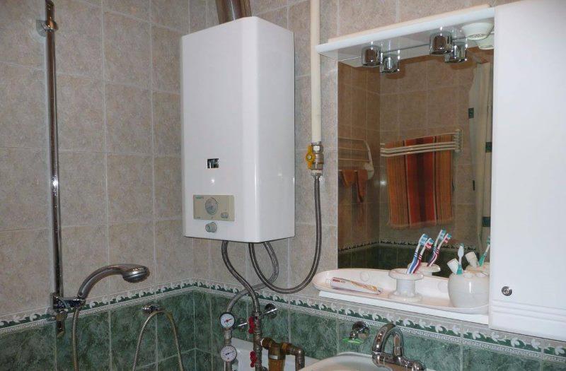 Ванная комната в хрущевке с газовой колонкой