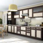 Комбинированный кухонный гарнитур цвета венге со светлыми вставками в фасадах
