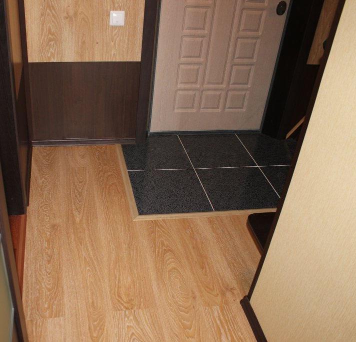 Комбинированный пол в коридоре в 4 квадратных метра