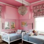 Розовые стены в детской комнате