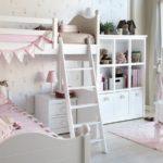 Белая мебель в светлой детской
