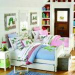 Декоративные подушки на детских кроватках