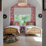 Детские кровати у окна частного дома