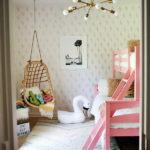 Подвесное кресло в комнате дочек
