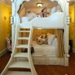 Двухъярусная кровать в стиле классики
